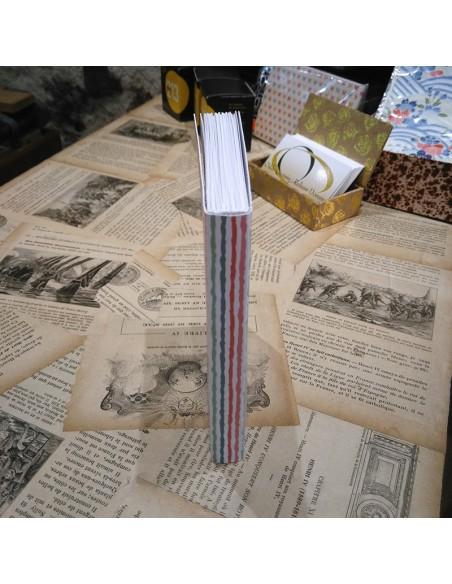 Parte posterior del cuaderno. Espalda plana.