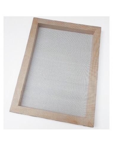 Tamis pour passer la pâte à papier et faire des feuilles de papier. Tamis disponibles en formats A3, A4 et A5.