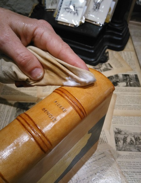 Care of old book leather Wax 213. Does not leave marks on the leather. The wax should be wiped off with a soft cloth.