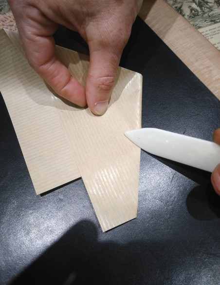Pointed part for precision bending. Part in sleeve for folding of great lengths.