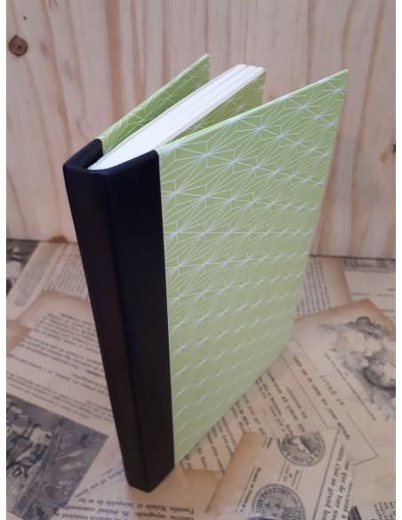 Répertoire de téléphone fabriqué à la main. Dos cuir papier fantaisie vert.