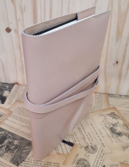 Funda para cuaderno de piel de becerro con encaje. Formato estandar.