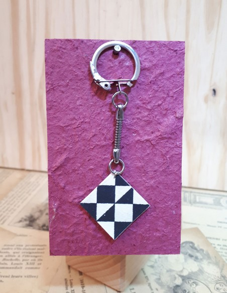 Keyring with mini notebook covered with Japanese origami paper.
