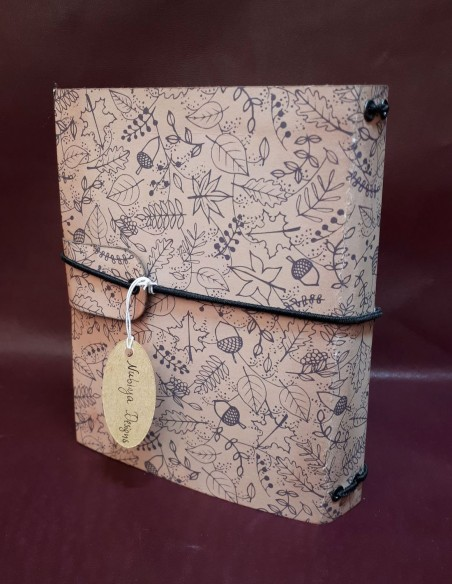 Carnet journal intime fabrication artisanale - Fait-main - Carnet Noisette.  Dos du journal.