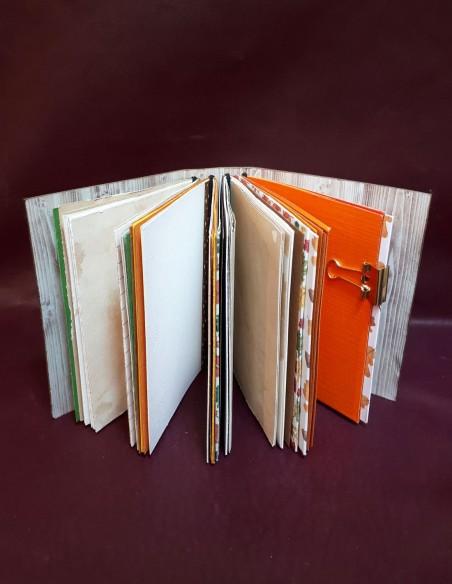 Carnet journal intime fabrication artisanale - Fait-main - Carnet Noisette. Pages intérieures avec multiples surprises
