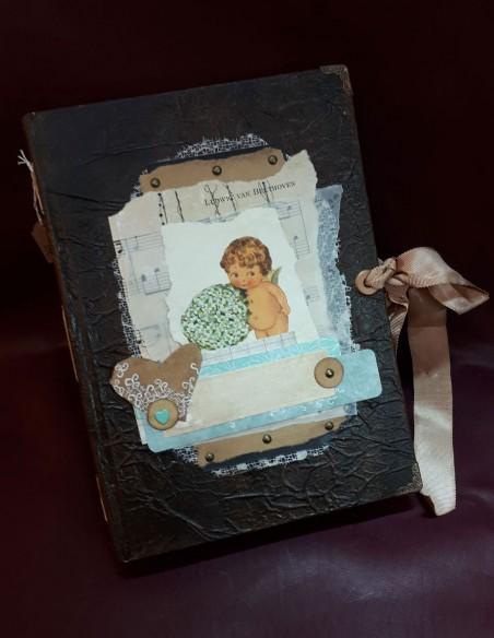 Cuaderno Cherub hecho a mano por Nubiya Design. Cuaderno de aspecto vintage.