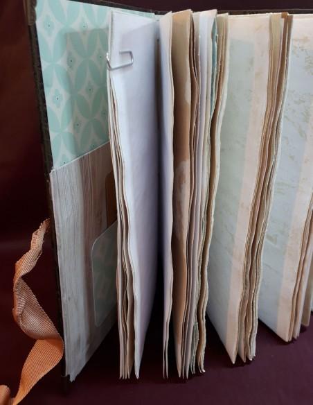 Páginas envejecidas de un cuaderno Cherub hecho a mano por Nubiya Design.