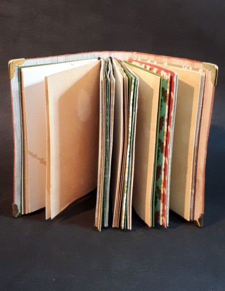 Handmade diary notebook by Nubiya Design. Seen from all pages.