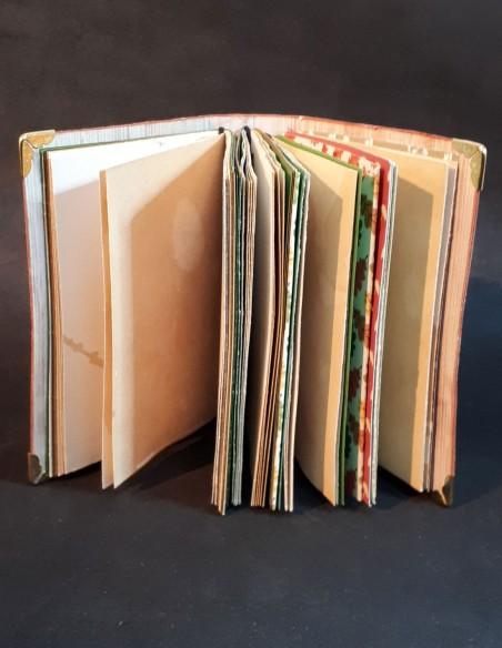 Carnet journal intime fait-main par Nubiya Design. Vu de toutes les pages.