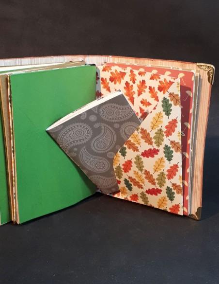 Carnet journal intime fait-main par Nubiya Design. Avec carnet secret bien caché.