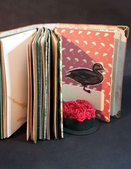 Carnet journal intime fait-main par Nubiya Design. Petit canard en figurine.