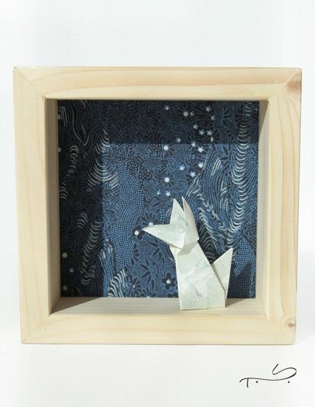 Marco de decoración de interiores con zorro de origami en papel japonés.
