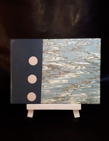 Cuaderno blanco en piel de oveja azul...
