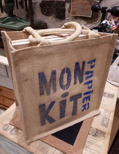Kit pour fabriquer son papier soit-même. Fabriqué entièrement à l'atelier de reliure du Puy en Velay.